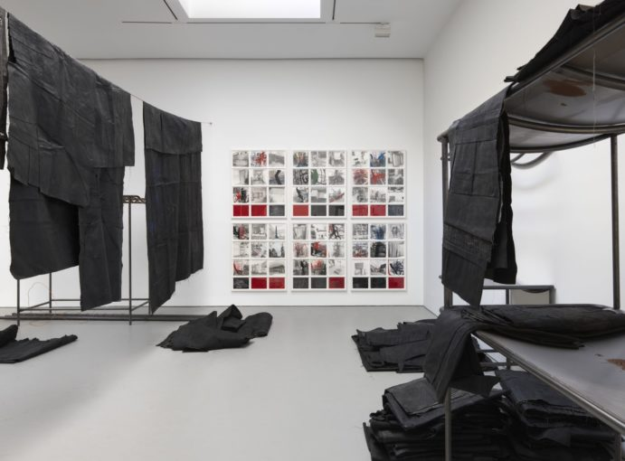 Óscar Murillo. A futile mercantile disposition. 2016. Foto cortesía de la galería David Zwirner.