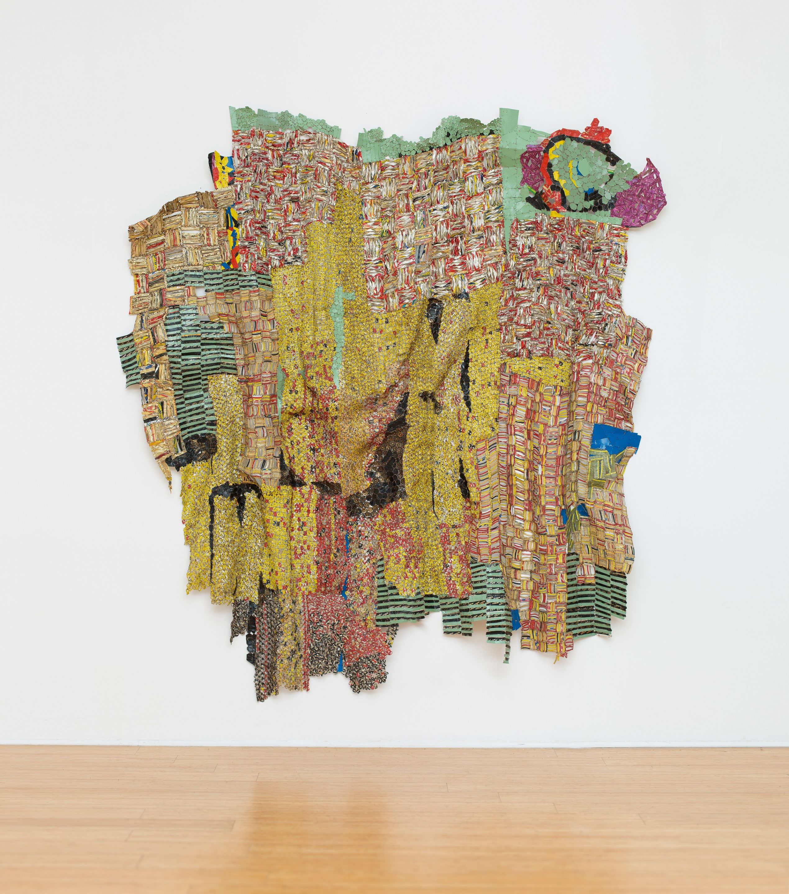El Anatsui. Avocado Coconut Egg (ACE), 2016, Tapas de aluminio y alabre de cobre. Royal Academy of Arts, Londres. Foto por Jonathan Greet