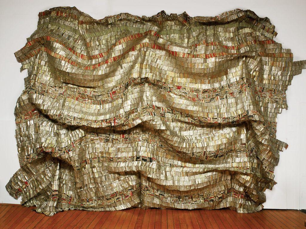 El Anatsui. Hovor, 2003. Tapas de aluminio y alambre de cobre. Foto courtesía, October Gallery, Londres