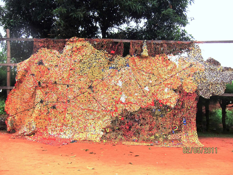 El Anatsui. Seeds of hope, 2011. Tapas de aluminio y alambre de cobre. Foto cortesía: Jack Shainman