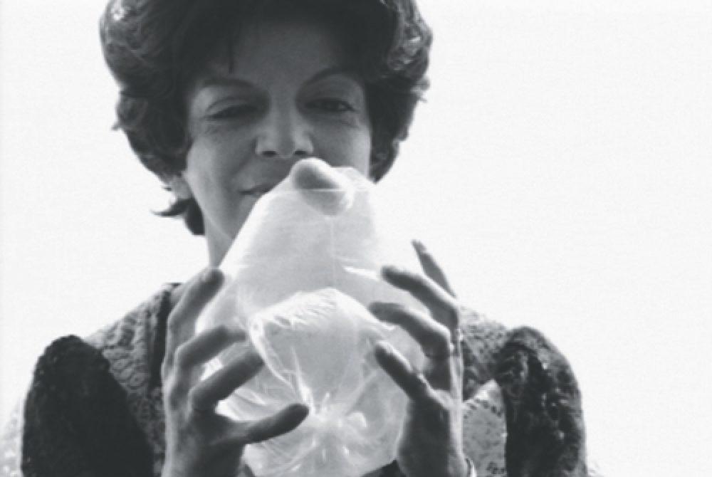 Lygia Clark, Pedra e ar [Stone and Air], 1966. Cortesía O Mundo de Lygia Clark-Associação Cultural, Río de Janeiro.