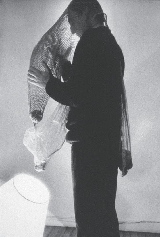 Lygia Clark. Máscara abismo, 1968. Cortesía O Mundo de Lygia Clark-Associação Cultural, Río de Janeiro