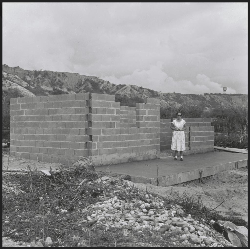 Alfredo Cortina. Ocumare de la Costa c 1960. ©Archivo Fotografía Urbana. Colección del MoMA.
