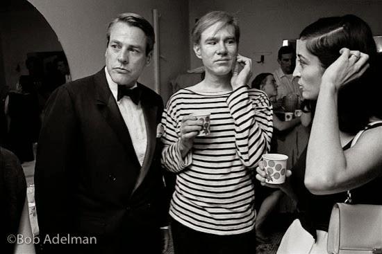 Kevin McCarthy, Andy Warhol y Marisol en una fiesta en Al Roon's gym. New York City, 1965.
