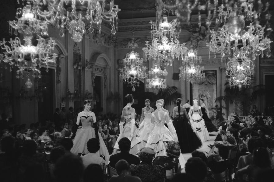 Desfile organizado por Giovanni Battista Giorgini, Décimo Italian High Fashion Show, Sala Bianca, July 1955