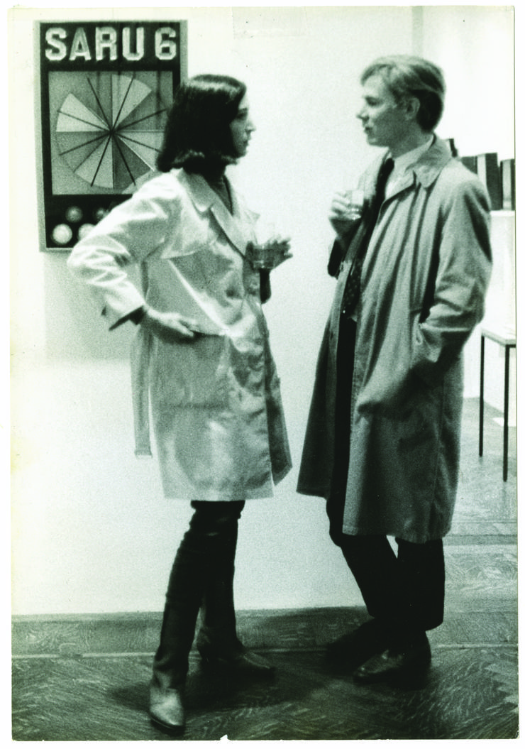 Marisol y Andy Warhol en el opening de John Willenbecher's en la Feigen and Herbert Gallery, New York, 1963.