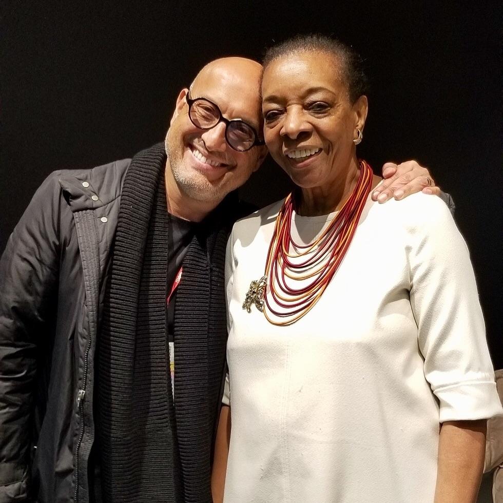 Marva Griffin con el diseñador de moda Ángel Sánchez