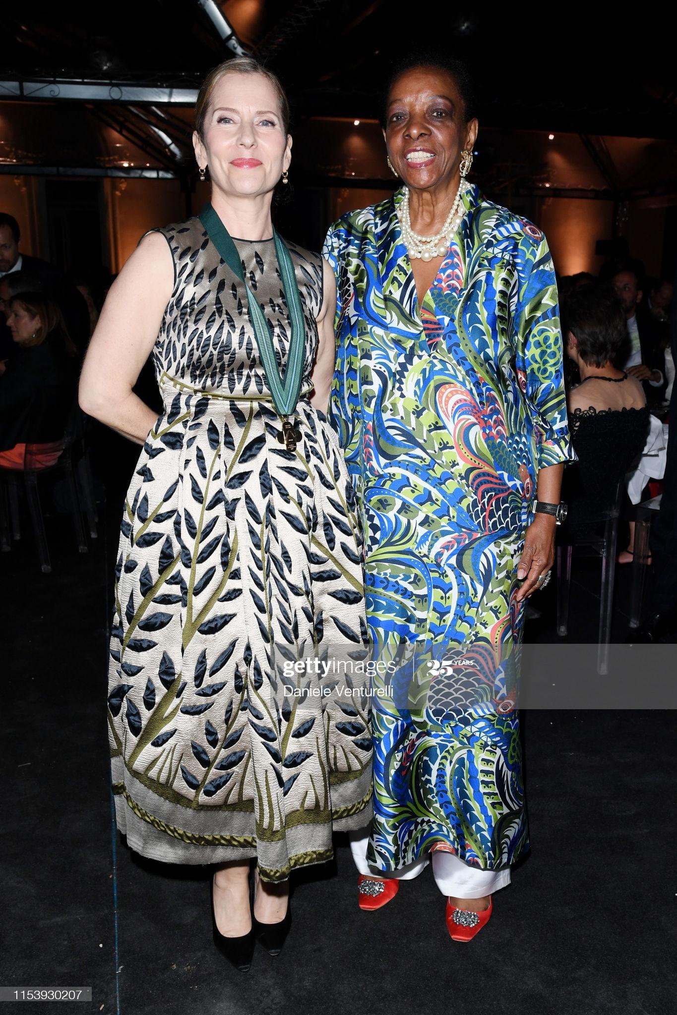 Paola Antonelli y Marva Griffin Wilshire en la gala de McKim Medal 2019 at Villa Aurelia on June 05, 2019 in Roma, Italia. Foto Daniele Venturelli/Getty Images