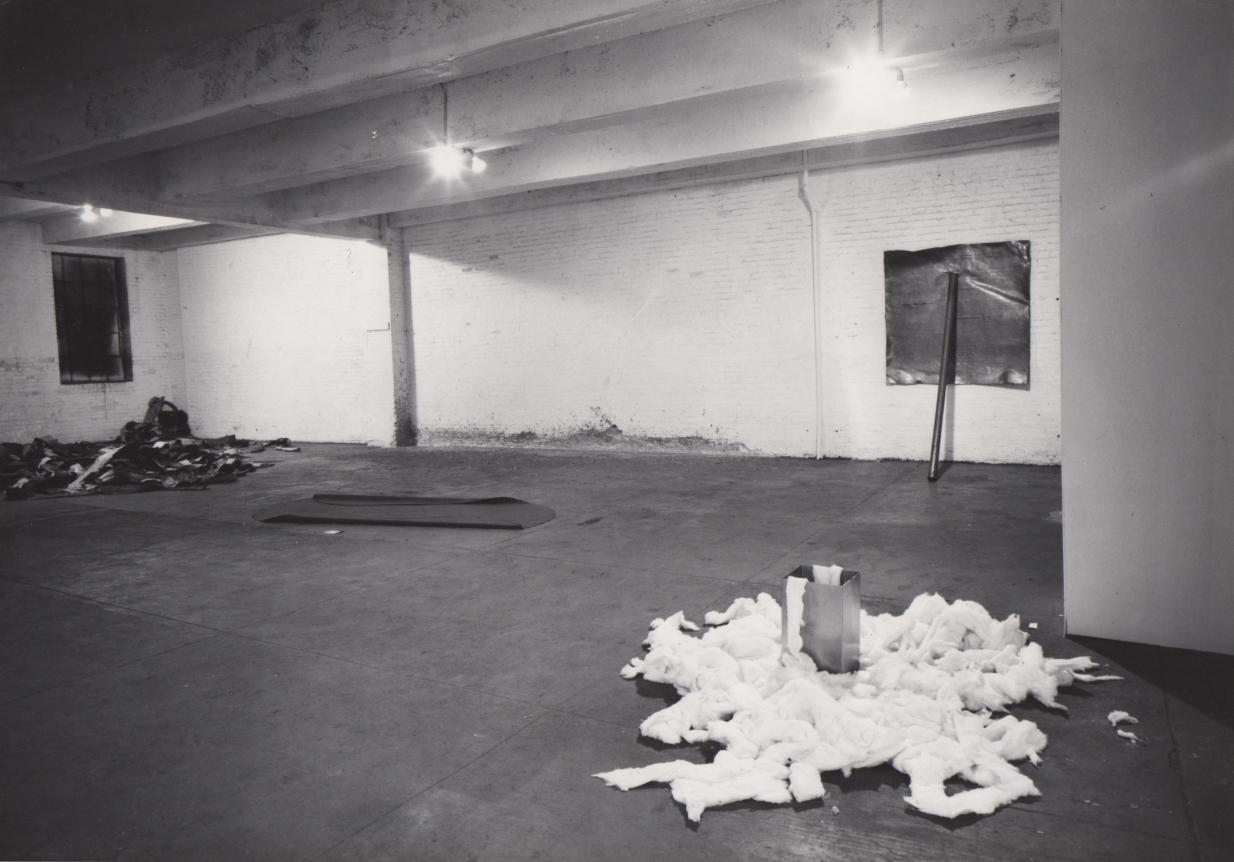 """11. Vista de la exposición """"9 en la Castelli"""" NYC"""