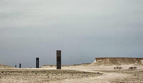 37. East-West/West-East. Este-Oeste/Oeste-Este. Desierto de Quatar. 2014