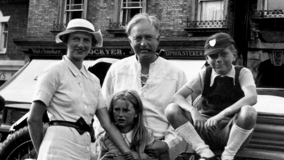 Peggy Guggenheim con su primer esposo Laurence Vail y los hijos del matrimonio